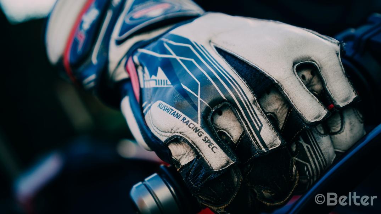 Kushitani GPR-6 Racing Glove on throttle.