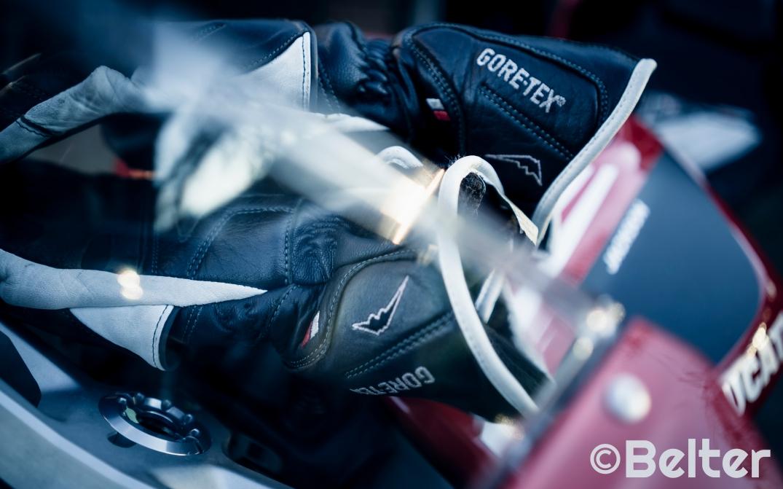 Kushitani Gore-Tex gloves logo.
