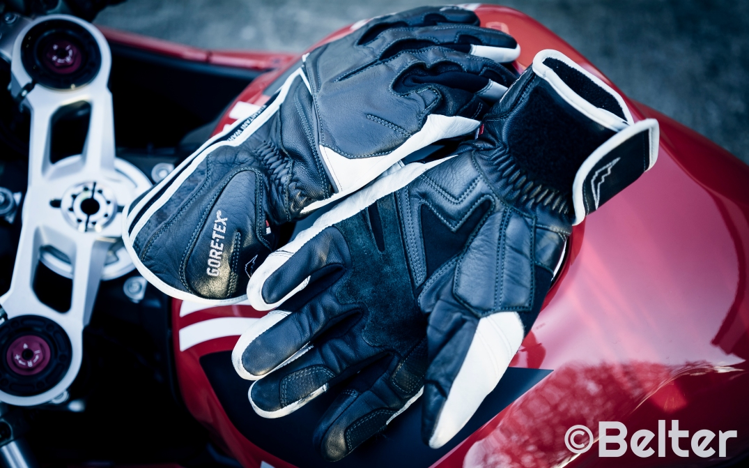 Kushitani Gore-Tex gloves pair